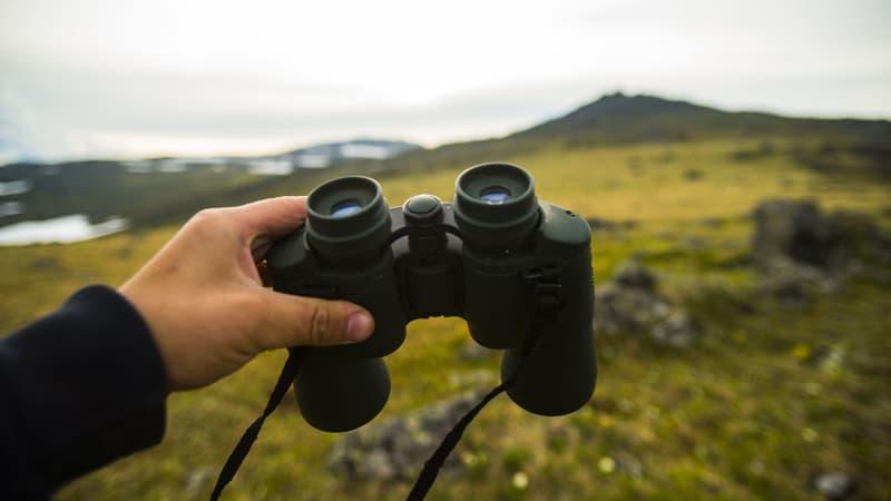 how to choose compact binoculars