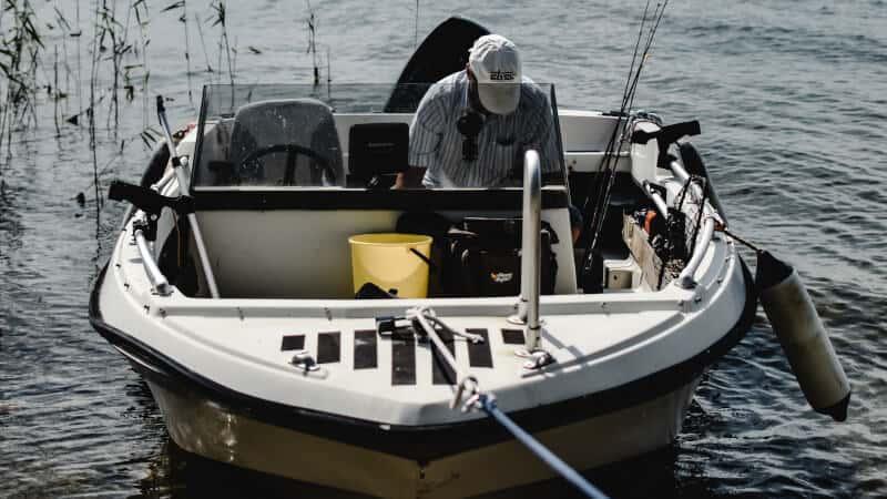small boat fishfinder